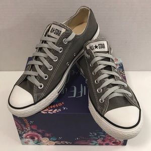 Unisex Gray converse like new, only worn once